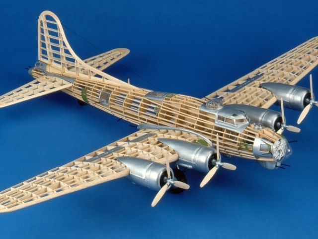 B-17G Flying Fortress 1:28 (1149mm)